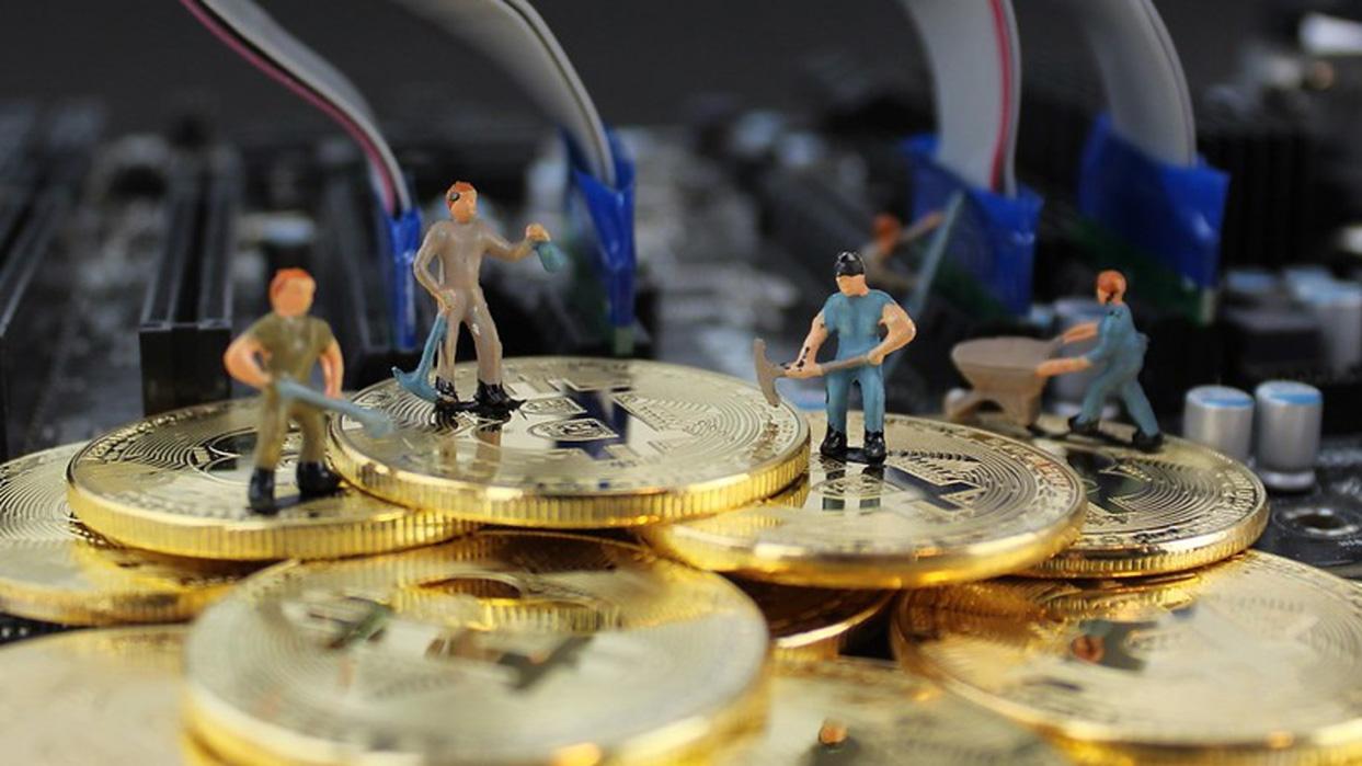 Какую криптовалюту майнить